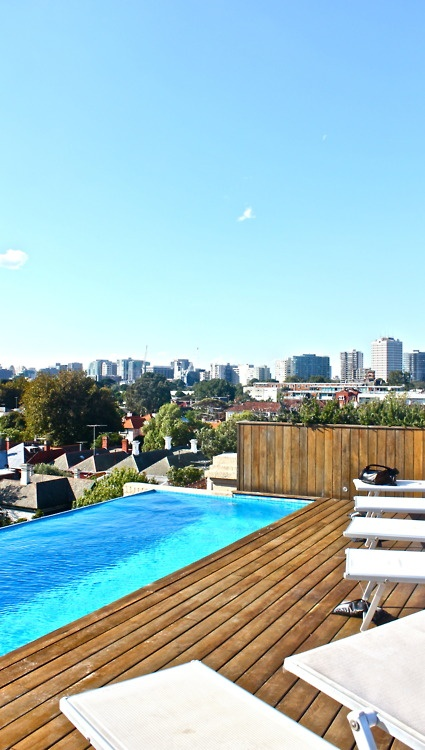 swimming pool on the roof (y)