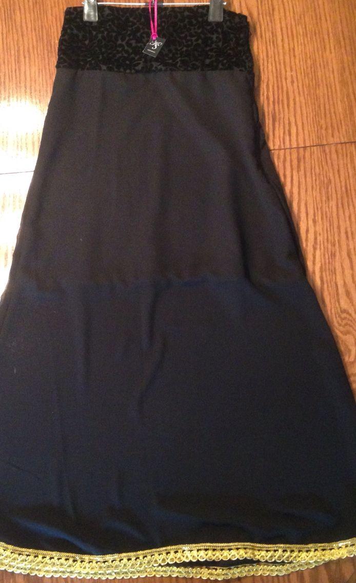 Falda larga en gasa, con borde dorado y borde en diseño aterciopelado ❤️
