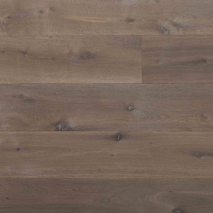 Skovin Real eikeparkett er en flott røkt og oljet tregulv som leveres i både faste og fallende lengder og bredder fra 65mm - 385mm.