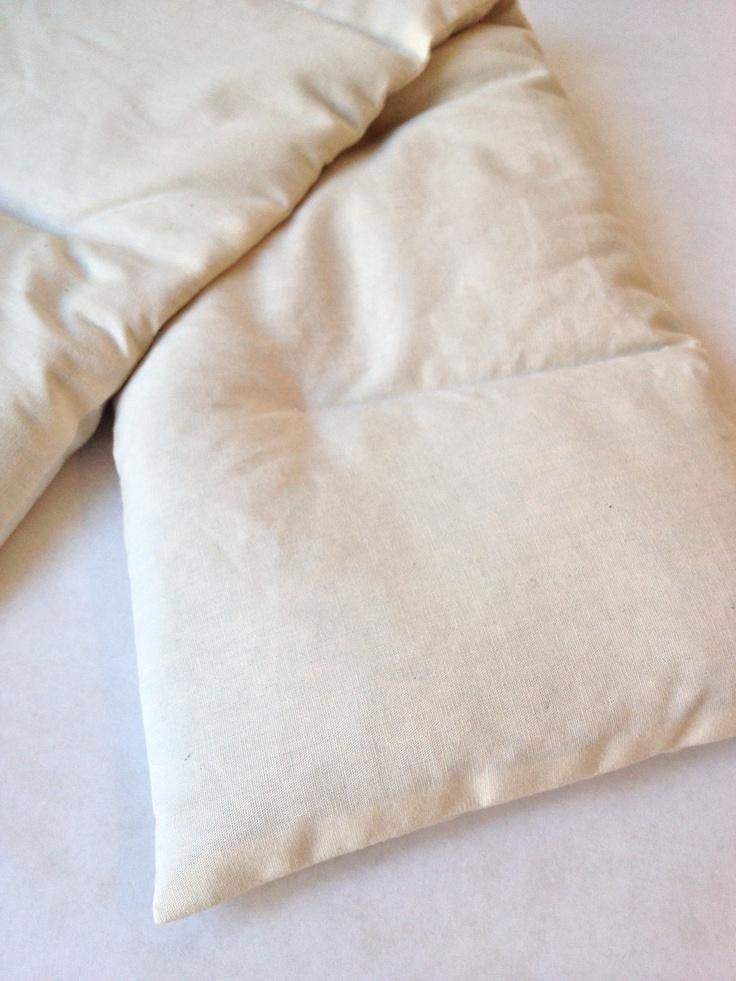 By Nina van der Zee - Varmepude med økologiske og biodynamiske hvedekorn. Pose i ubleget økologisk bomuld og sælges med betræk i bomuld. Heating pad with organic wheat grain.