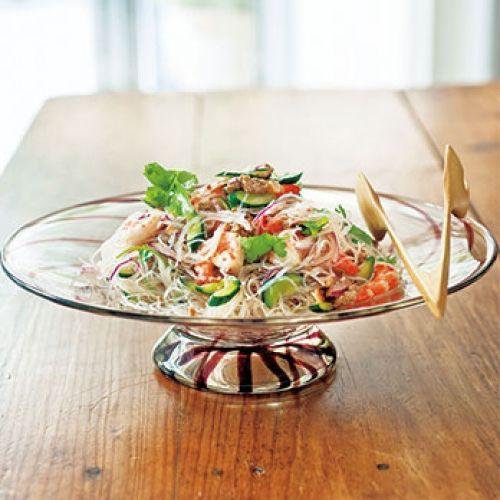 野菜とエビ、春雨がたっぷりのタイ風サラダです。