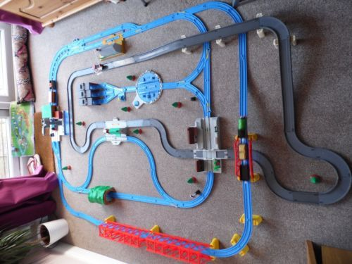 Tomy-Trackmaster-Thomas-the-tank-Engine-train-set