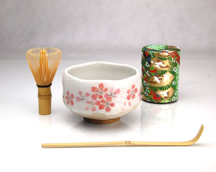 BeMatcha's Tea Ceremony Set includes all of the essential tools you need to prepare matcha. This is an entry level set for those new to matcha and the tea ceremony. Perfect for preparing matcha at hom
