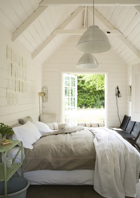 Beautiful bedroom that opens up to the outdoorsLights, Guest Room, Beds, Dreams, Guesthouse, Guest House, White Bedrooms, Cottages, White Wall
