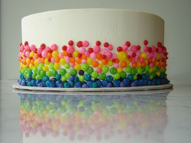 Easy Rainbow Cake Decoration : Best 25+ Skittles cake ideas on Pinterest Gravity cake ...