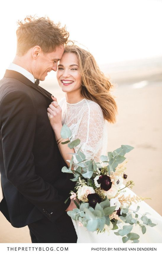 We Love this Fun and Romantic Couple Photo | Photography by Nienke van Denderen | Styled Shoot | Wedding Gown by Inmaculada Garcia | Flowers by Judith Slagter