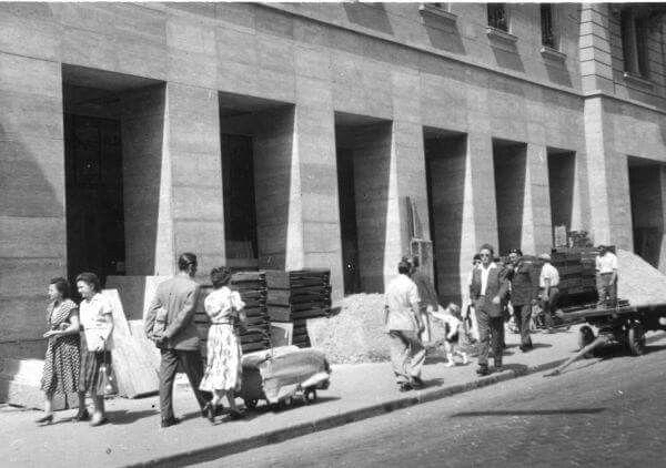 1957-től. Árkádosítás a Rákóczi úton
