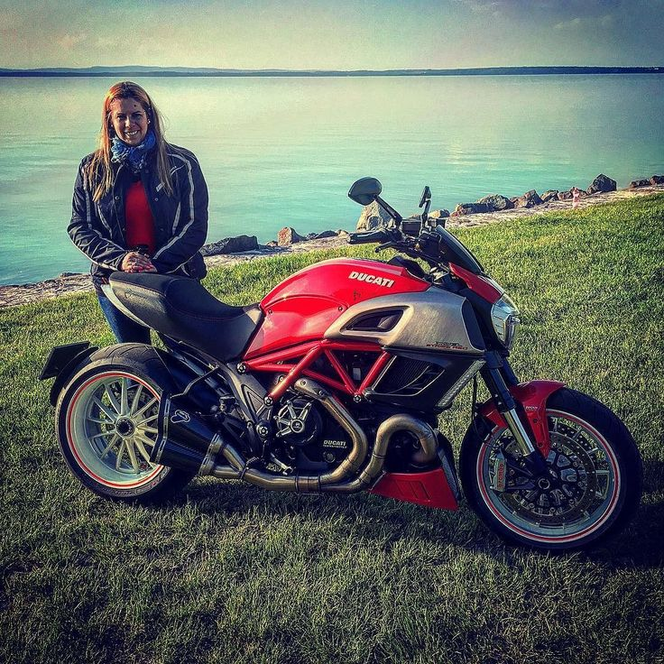 Family ride today. Went to Lake Balaton with my ex-girlfriend  #ducati #diavel #duc #ducatisti #ducatisofinstagram #ducatistagram #ducatigram #ducatilife #ducatidaily #ducaticorse #ducatilove #ducatidiavel #ducatipeople #bike#bikelife #bikersofinstagram #pirelli #brembo #rizoma #termi #termignoni #balaton #beach #siofok by skrisz_ducati