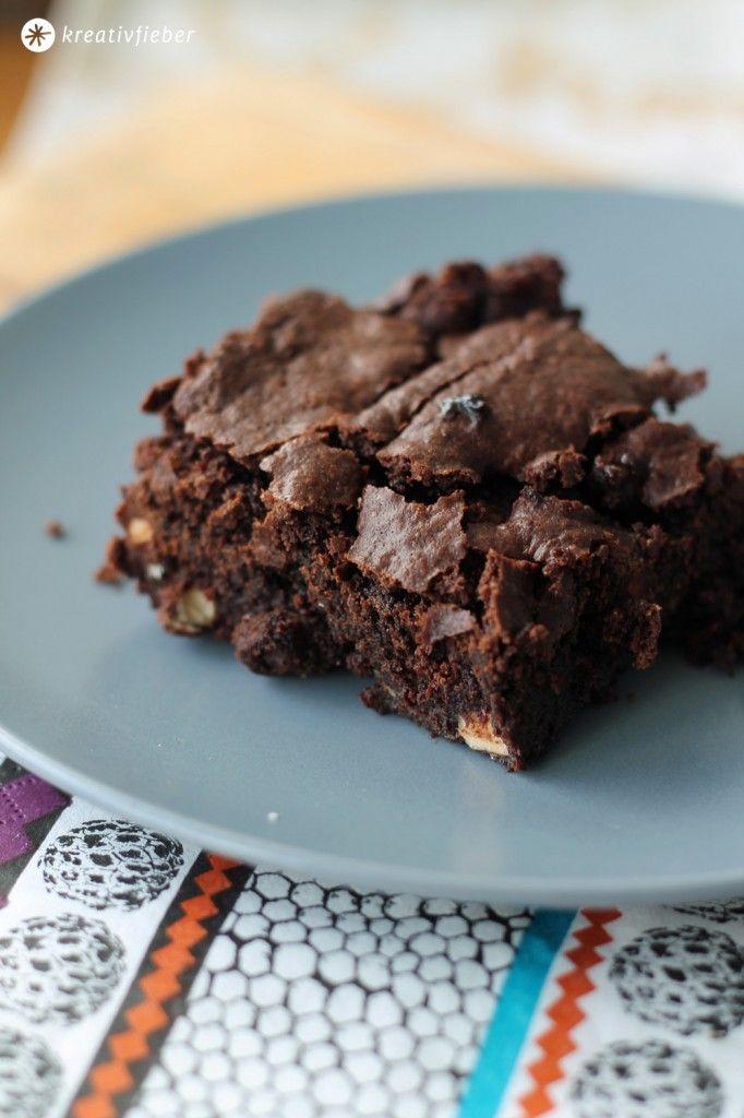 Kreativfieber Sonntagskuchen: Heute gibts das Rezept für lecker klebrige Schoko Haselnuss Brownies! Das schnelle Grundrezept könnt ihr super kombinieren!
