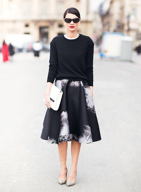 Con il maglione monocromo. Per chi si sente minimal, scandinava e fashion editor fuori dalle sfilate. E' uno stile che personalmente amo moltissimo, fossi pera (ehi, dovrei creare un hashtag!) mi vestirei così ogni giorno. L'abbinata vincente la sia ha con la scarpa bassa, ma non si disdegna neanche il tacco. Gioielli e accessori: piccoli, lineari e poco vistosi.