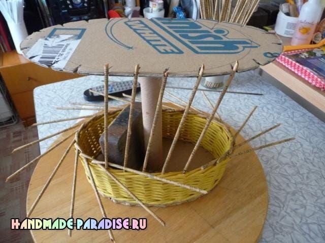 Как сделать форму для плетения корзинки из газет (10)