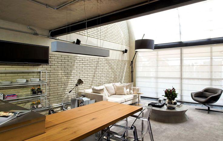 Este incrível loft, localizado na Zona Sul de São Paulo, é um projeto jovem arquiteto Diego Revollo. A planta é aberta, otimizando os 100m² disponíveis. Os