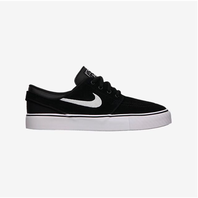 The Nike SB Stefan Janoski Kids' Shoe has a leather upper and cushioned midsole for a comfortable fit and great boardfeel