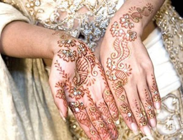 19 Stunning Pakistani Mehndi Designs for Hands and Feet