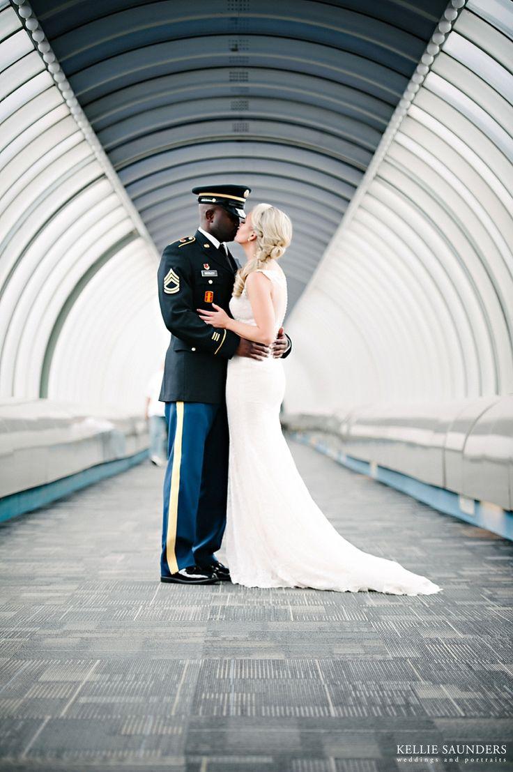 Detroit Renaissance Center Wedding Photos Best Photographer Www Kelliesaunders