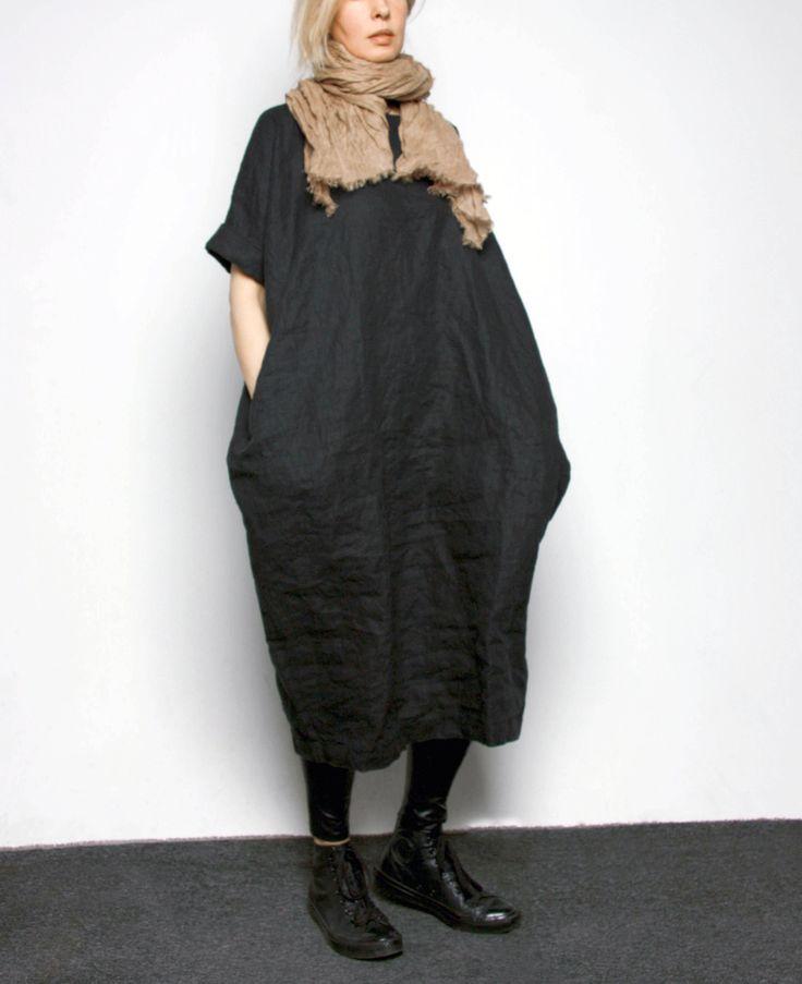 Льняное платье свободного силуэта, слегка зауженное к низу, в боковых швах карманы. Чистый лен без добавок, отличное качество. Размеры S, M, L, XL. Цвета: Голубой, белый, красный, бордо, синий, черный, серый, бежевый.