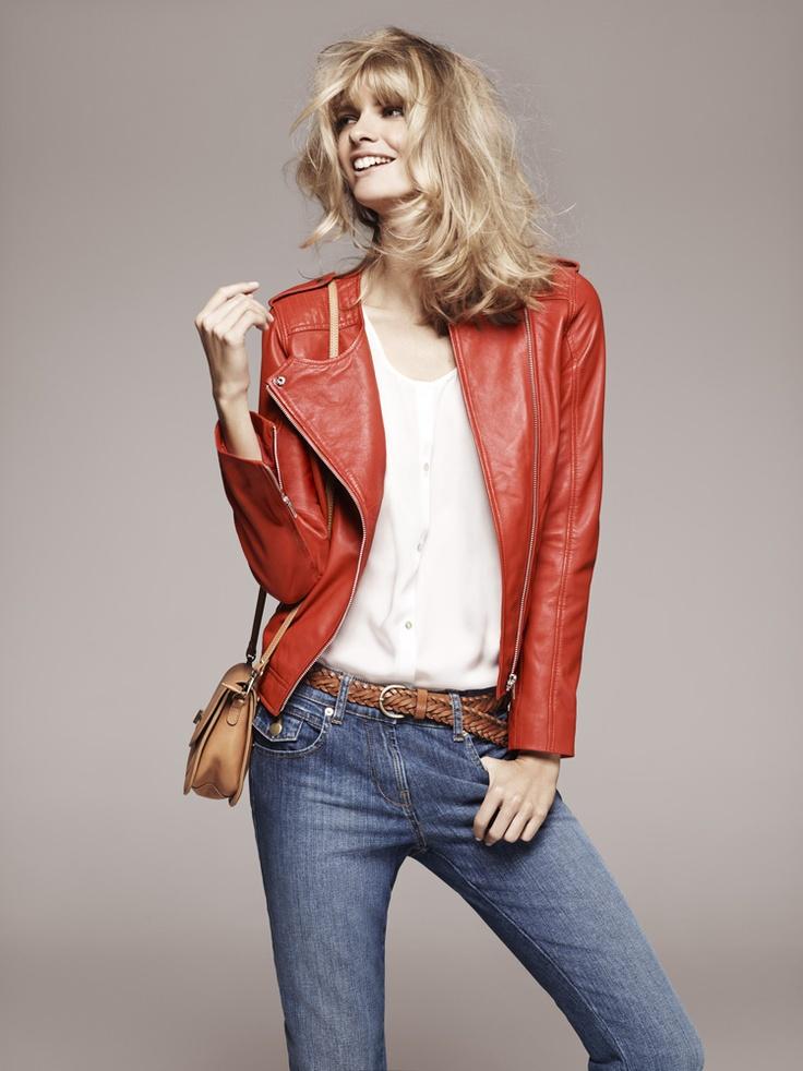 1.2.3 Paris - Collection printemps-été 2012 - Veste en cuir orange Ode / Chemisier écru Toriana / Jean bleu Geodis / Sac camel Paulo / Ceinture Emy #rouge #blanc #bleu #red #white #blue #denim #jean #leather #mode #123 #123paris #fashion
