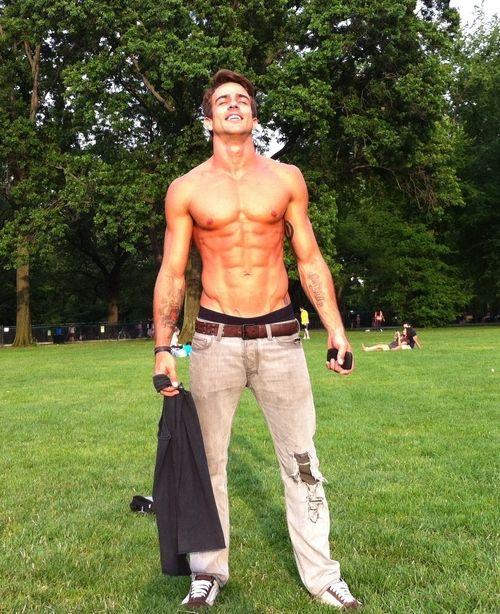 Hot Guys Shirtless Abs. Nice body and nice six pack!