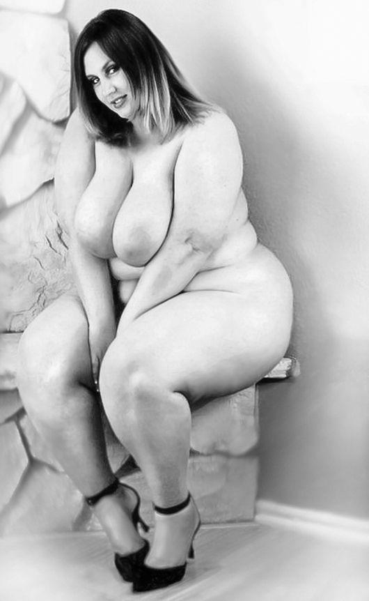 amateur girl holding huge dick