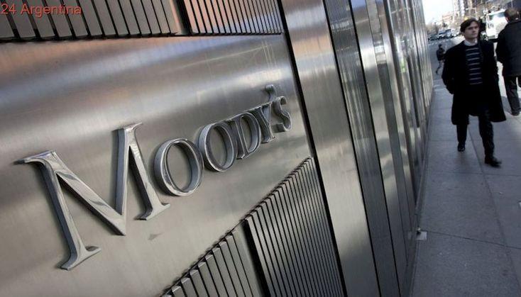 Moody's mejoró la nota de la deuda argentina por reformas que impulsa el Gobierno