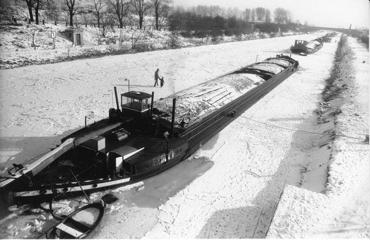 23 best dutch barge images on pinterest dutch barge for Orient kitchen boca