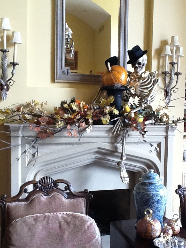 20 Kool Decorated Halloween Mantels - Style Estate - #halloween #mantel