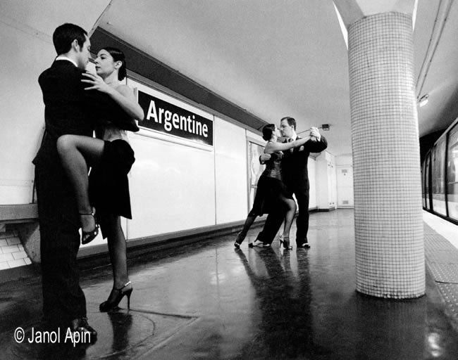 Station de métro Argentine à Paris, photo de Janol Aplin