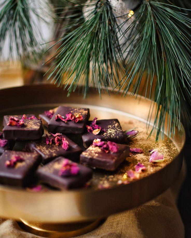 Malinové želé v čokoládě podle Janiny.  Recept: https://www.instagram.com/p/Bc7y_cjlaau/  Ještě jsem je nezkoušela.