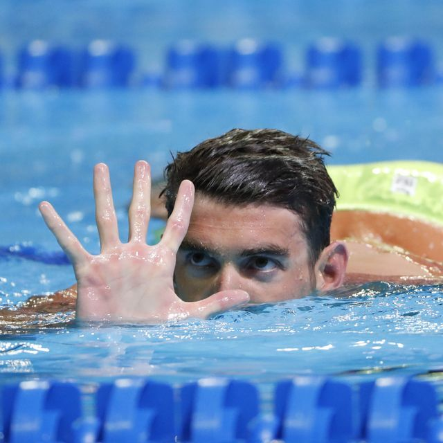 Michael Phelps wins the 200 butterfly to make the U.S. Olympic team for Rio.