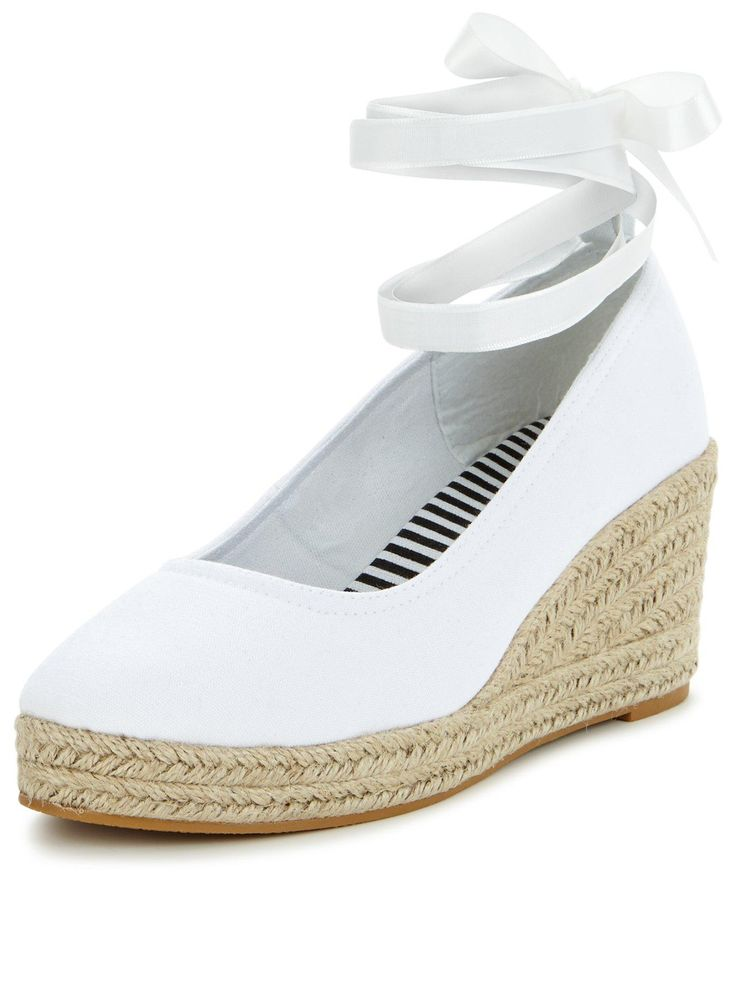 V by Very Apple Ankle Tie Mid Espadrille - White Take a step towards the nautical trend with these V by Very Apple espadrilles. In a crisp white hue that will take you effortlessly from day time to evening, they feature a highly wearable mid-heel wedge and a white ankle tie for a chic finishing touch. Styling Ideas Pair with a navy dress and a sweep of red lipstick for a sophisticated summer look.
