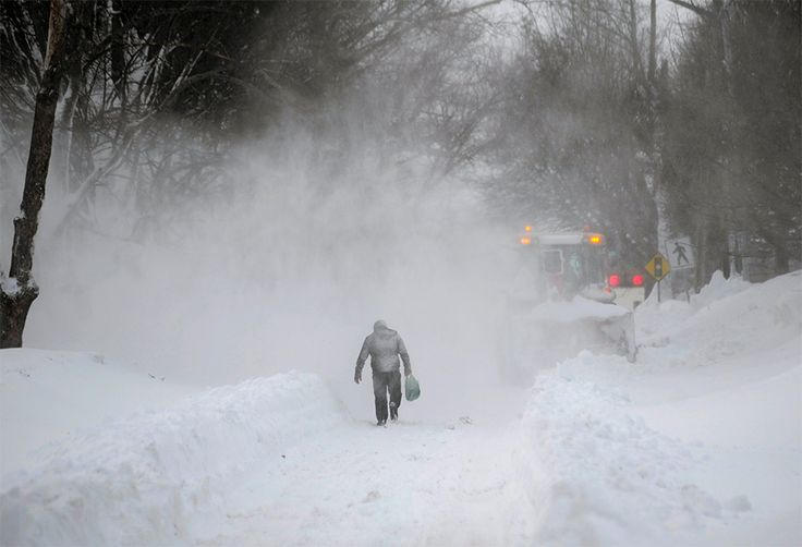 Tormenta invernal deja a miles sin luz en EU; cierran oficinas de gobierno