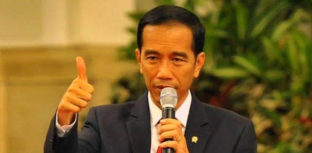 Berita Islam ! Jokowi Cetak Rekor Utang Tertinggi Sejak Indonesia Merdeka... Bantu Share ! http://ift.tt/2sSPMF0 Jokowi Cetak Rekor Utang Tertinggi Sejak Indonesia Merdeka  Peningkatan defisit anggaran yang kini mencapai 292 persen terhadap PDB sebagaimana tercantum dalam APBN-P 2017 tidak akan bagus bagi pemerintahan saat ini. Pasalnya defisit ini kemungkinan besar akan ditutup dengan utang. Begitu kata Wakil Ketua DPR RI Fadli Zon dalam akun Twitter @fadlizon Rabu (12/7). Menurutnya…