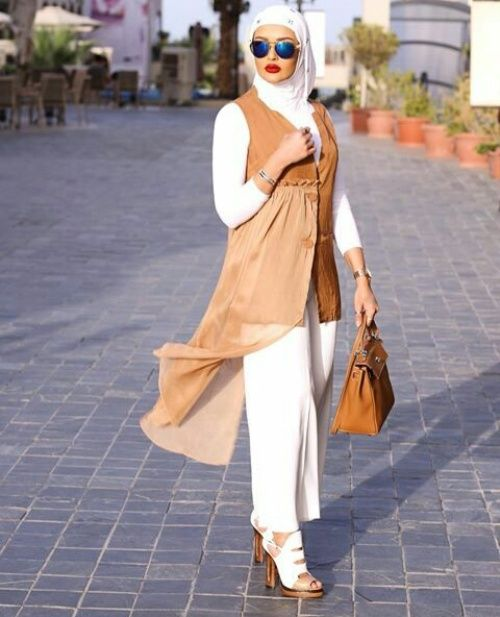 classy hijab look- Trendy hijab outfits http://www.justtrendygirls.com/trendy-hijab-outfits/