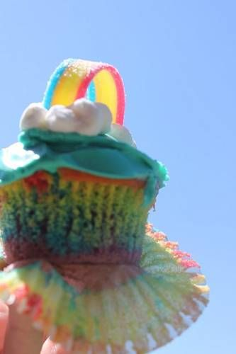 Double Rainbow Cupcakes- she used marshmallows to make the clouds ...