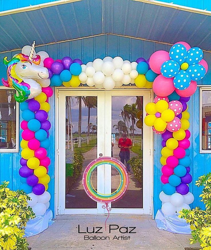 """""""Una fantasía de Unicornio"""" para celebrar el 1er año de Antonella. Arco iris y nubes para dar la bienvenida a los invitados de la bella anfitriona @_mariale .#unicornio #myfirstbirthday #balloonsbyluzpaz"""
