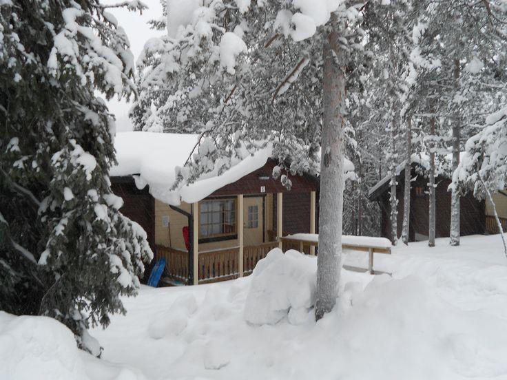 Rinnemökki, 6+2 henkilöä, numerot 4-10. Cabin for 6+2 people, numbers 4-10