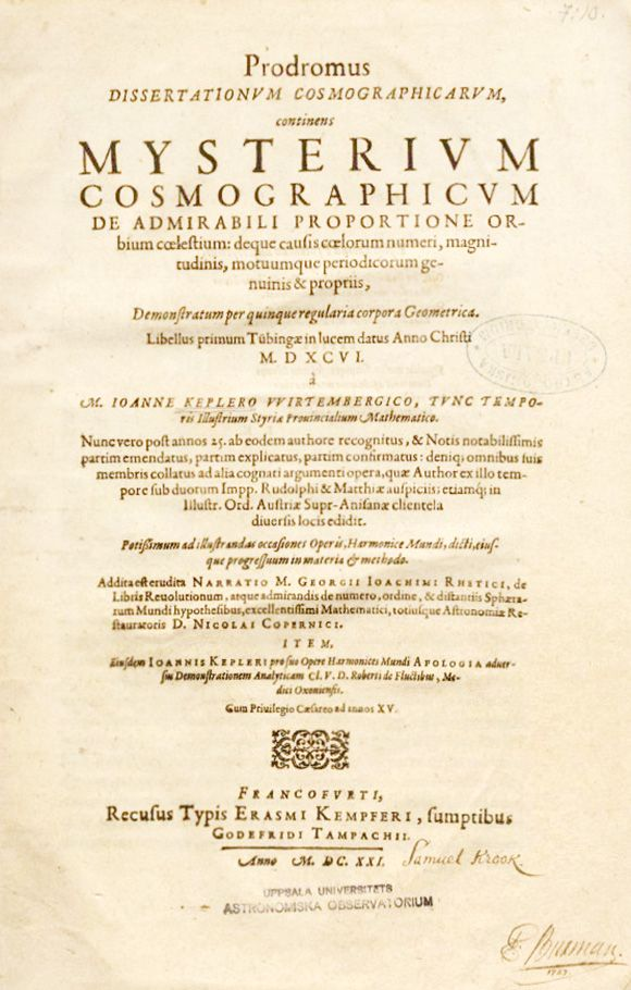 """""""MYSTERIUM COSMOGRAPHICUM"""". JOHANNES KEPLER. 1596. El título completo del libro es: Precursor de los ensayos cosmológicos, los cuales contienen el secreto del universo; acerca de la proporción maravillosa de las esferas celestes, y acerca de las verdaderas y particulares causas del número, magnitud y movimientos periódicos de los cielos; establecidos por medio de los cinco sólidos geométricos regulares."""