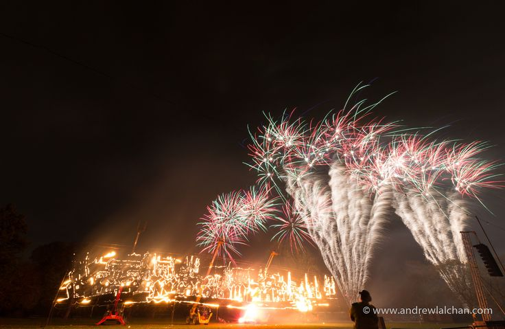 https://flic.kr/p/NYLkoH | Fireworks in Victoria Park | In towerhamlets East London with the theme of the 350th anniversary of the great fire of london