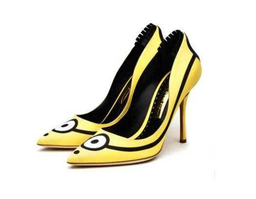 FOTOGALERÍA // Estos zapatos se convirtieron en la sensación desde el estreno de la cinta Minions, cuando Sandra Bullock, protagonista con su voz de la película, apareció con estos simpáticos zapatos del diseñador británico Rupert Sanderson, quien se inspiró en la mirada minion para crear estos tacones. (Foto: Archivo)