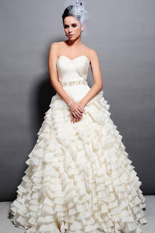 Sweetheart empire waist ball gown organza wedding dressDresses Wedding, Wedding Dressses, Organza Wedding Dresses, Ball Gowns, White Season, Bridal Gowns, Ball Gown Wedding, Blanche Couture, Ruffles