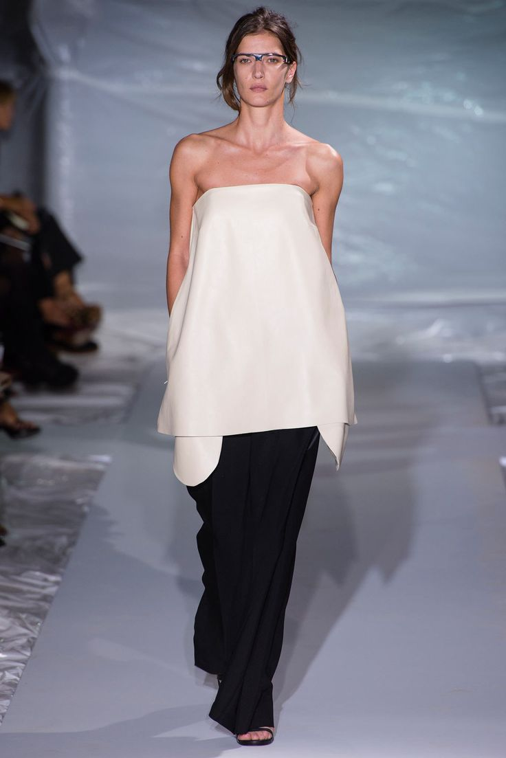 See the complete Maison Margiela Spring 2013 Ready-to-Wear collection.