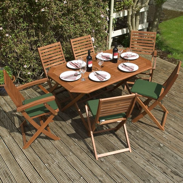 This Rowlinson Plumley Hardwood Dining Set would be the centre of attention of any garden party! A perfect balance between style and functionality.