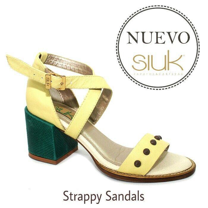 Strappy Sandals en amarillo pálido