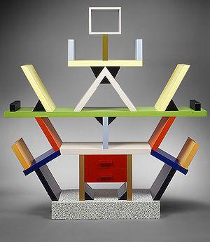 Ettore Sottsass, bibliothèque Carlton 1981 innovant / forme nouvelle / nouveau design / totem coloré / déstructuré / château de carte / instabilité solide