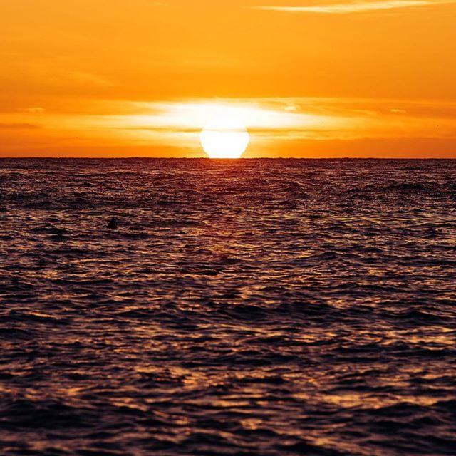 오메가  시칠리아 이오니아해에서  #LightfulItaly #Italy #Sicily #Taormina #Sunrise #Sea #Beach #Travel ##Landscape #유럽 #이탈리아 #시칠리아 #타오르미나 #일출 #바다 #여행 #사진