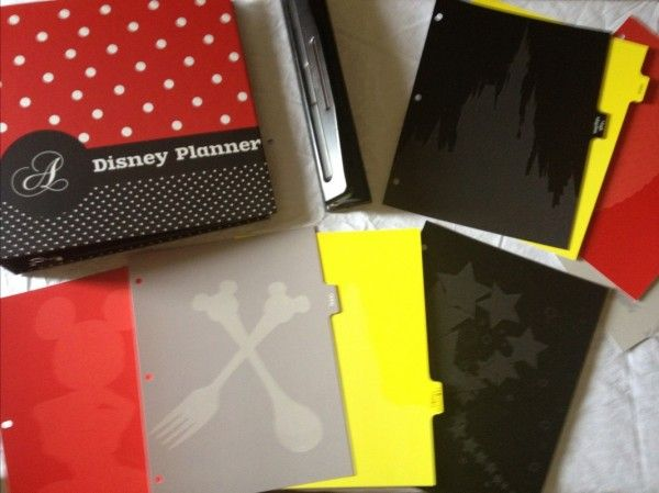 A peek inside my Disney World binder + 100 free downloads ... has a fab list of things to include