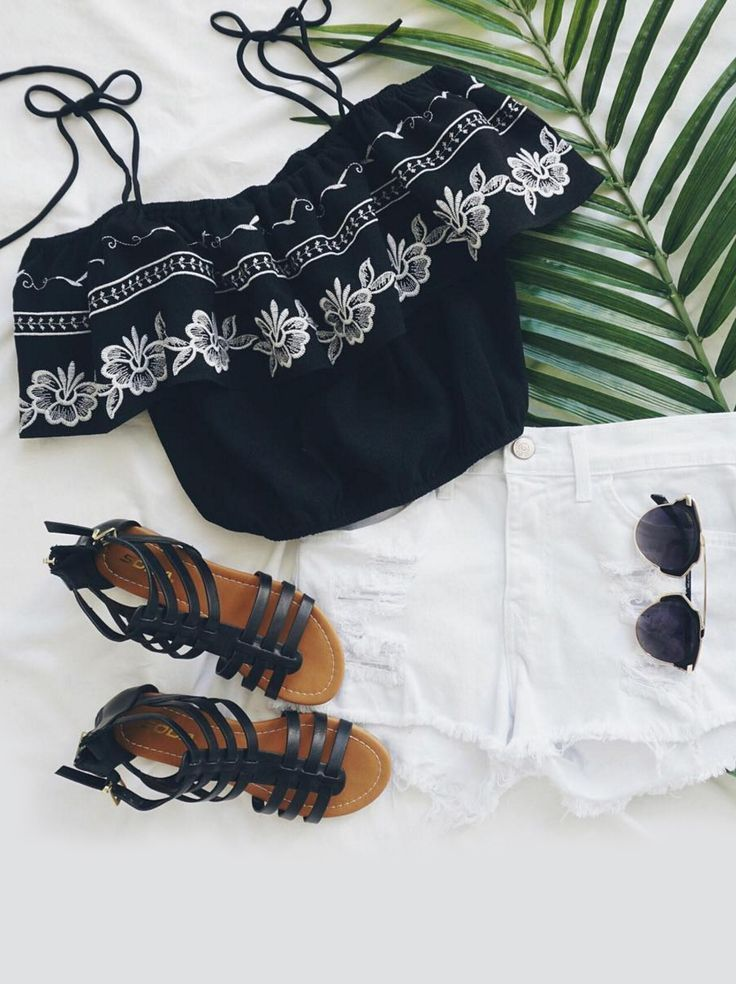Fest Vibes Black embroidered strapless top