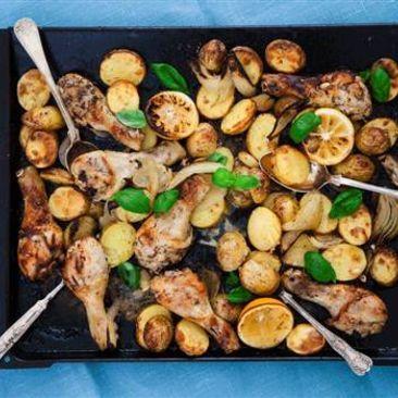 Citronrostad kyckling med örter, potatis och hoummus