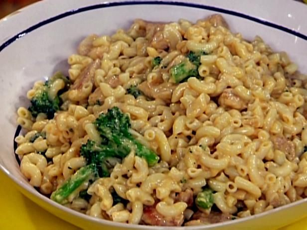 Get Rachael Ray's Mac and Cheddar Cheese with Chicken and Broccoli Recipe from Food Network