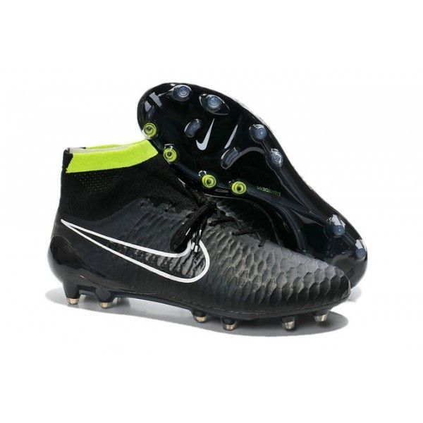 These Nike Magista Obra FG boots specially designed for midfielders who  control and lead the game.